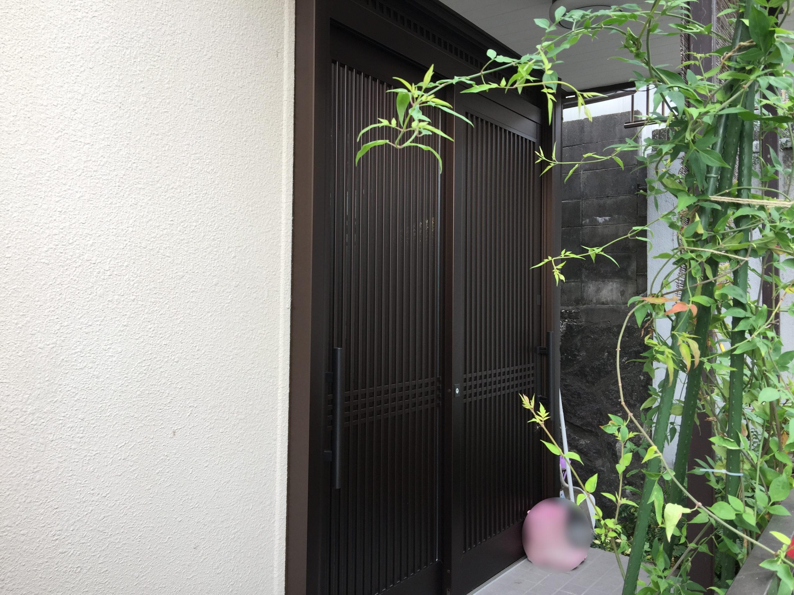 カバー工法で玄関ドアを簡単リフォーム